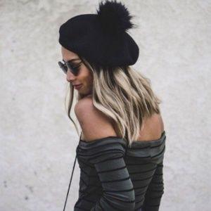 🎁 NWT Faux Fur Pom Pom Beret